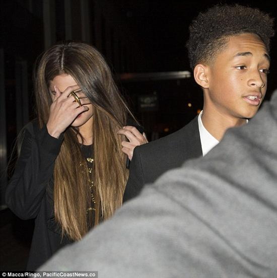 Selena che mặt khi đi ăn tối với bạn của Justin 4