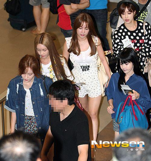 T-ara rạng rỡ tại sân bay sau khi Areum rời nhóm 7