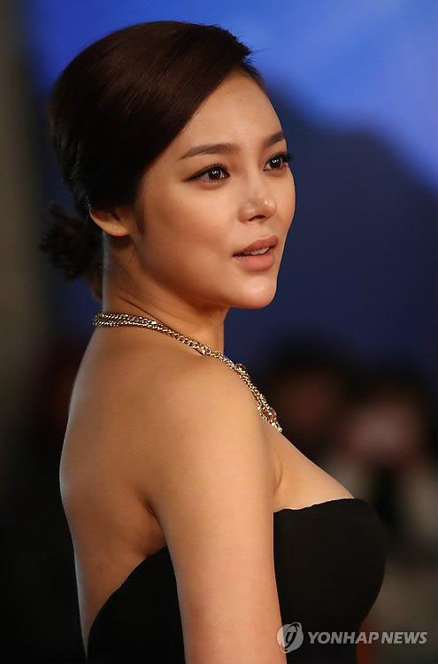 """Người đẹp """"dao kéo"""" Park Shi Yeon đã sinh bé gái 3kg 1"""