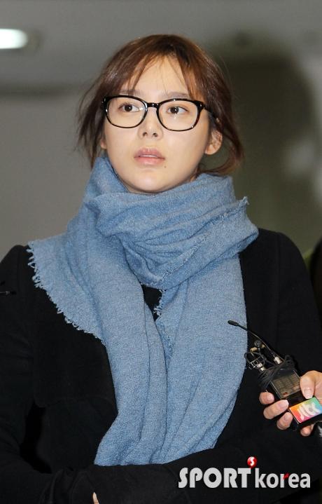 """Người đẹp """"dao kéo"""" Park Shi Yeon đã sinh bé gái 3kg 3"""