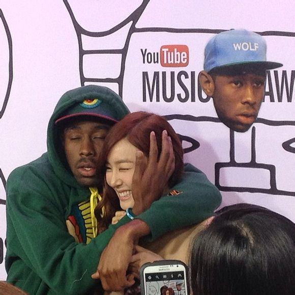 """Tiffany (SNSD) bị rapper """"sàm sỡ"""" trên thảm đỏ Youtube Music Awards 1"""