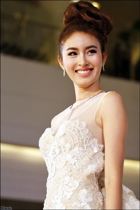 Nong Poy lộng lẫy như nữ thần khi mặc váy cưới 3