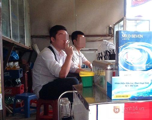 Học sinh cấp 2 thản nhiên hút thuốc lá, thuốc lào ngoài cổng trường 7