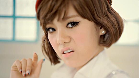 """Những MV Kpop hài """"không đỡ được"""" 11"""