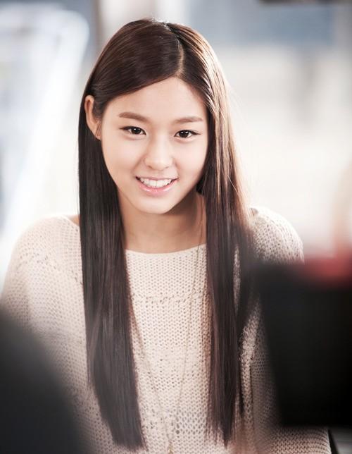 Trai xinh, gái đẹp lạ mặt gây chú ý trong các MV Kpop 8