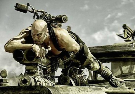 """""""Hoàng hậu ác"""" Charlize Theron hóa chiến binh 1 tay trong """"Mad Max"""" 2"""