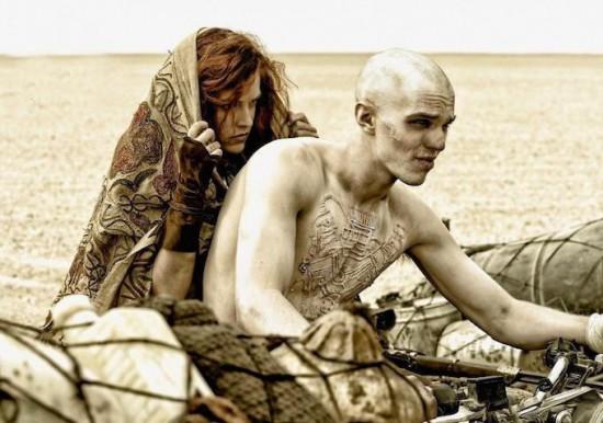 """""""Hoàng hậu ác"""" Charlize Theron hóa chiến binh 1 tay trong """"Mad Max"""" 4"""
