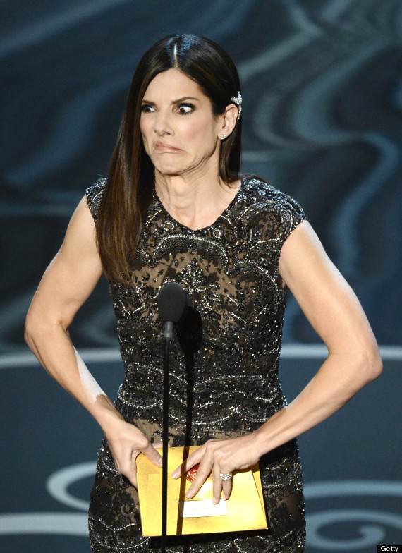 """""""Argo"""" vô địch Oscar, Nữ chính xuất sắc vấp ngã khi lên nhận giải 37"""