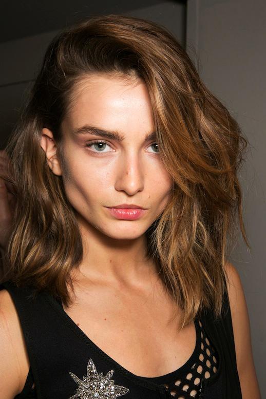 Làm Đẹp Q&A: Chọn kiểu khắc phục tóc mỏng, dầu cho nàng mặt to, trán dô 5