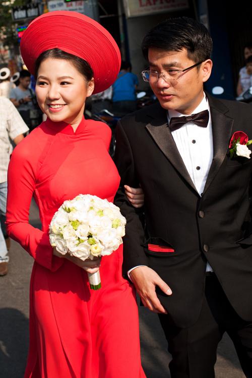 """Vẻ đẹp """"hút hồn"""" đậm chất Việt của sao với áo dài màu đỏ truyền thống 12"""