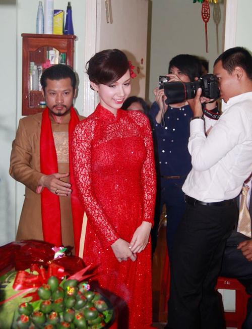 """Vẻ đẹp """"hút hồn"""" đậm chất Việt của sao với áo dài màu đỏ truyền thống 22"""