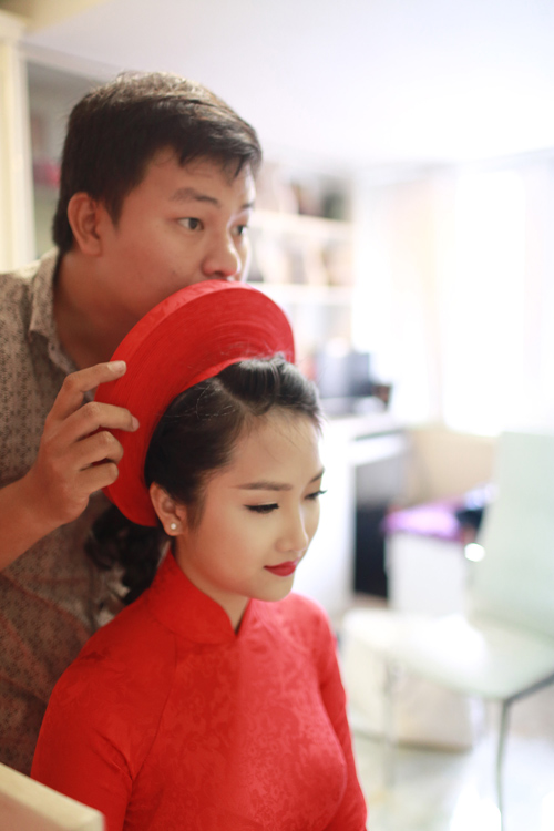 """Vẻ đẹp """"hút hồn"""" đậm chất Việt của sao với áo dài màu đỏ truyền thống 17"""