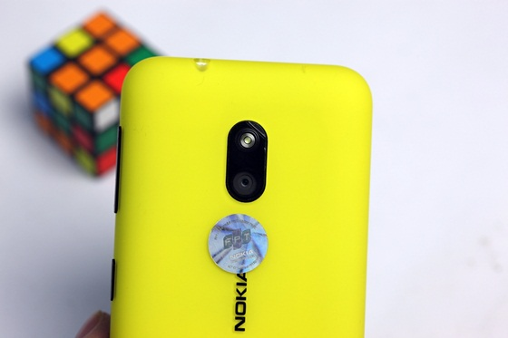 Trên tay Nokia Lumia 620 - Windows Phone 8 giá rẻ 10