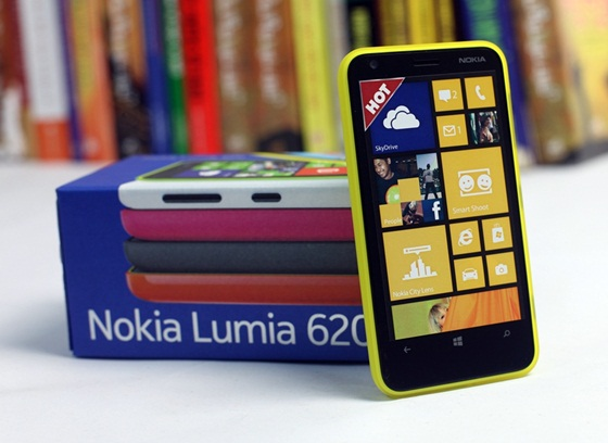 Trên tay Nokia Lumia 620 - Windows Phone 8 giá rẻ 3
