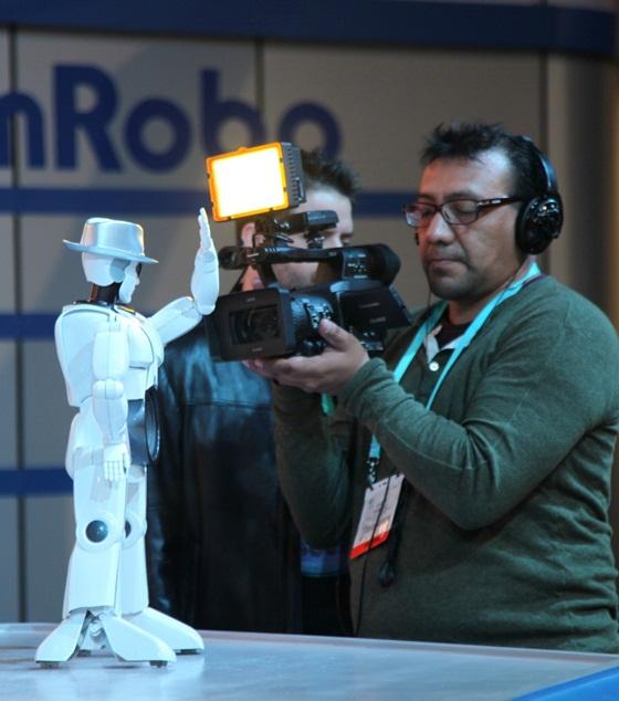 """Robot Việt """"náo loạn"""" 3 kênh truyền hình lớn nhất Mỹ 9"""