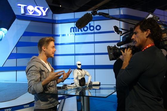 """Robot Việt """"náo loạn"""" 3 kênh truyền hình lớn nhất Mỹ 3"""