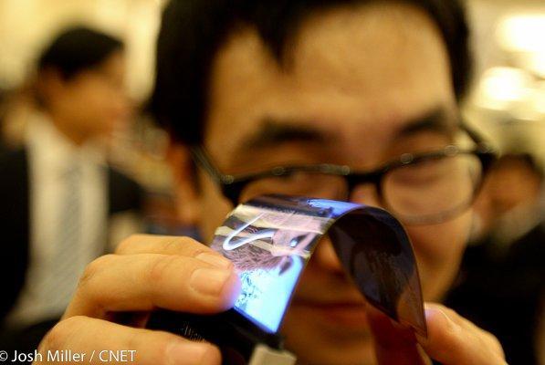 """LG sẽ cho ra mắt smartphone màn hình """"dẻo"""" trong năm nay 2"""