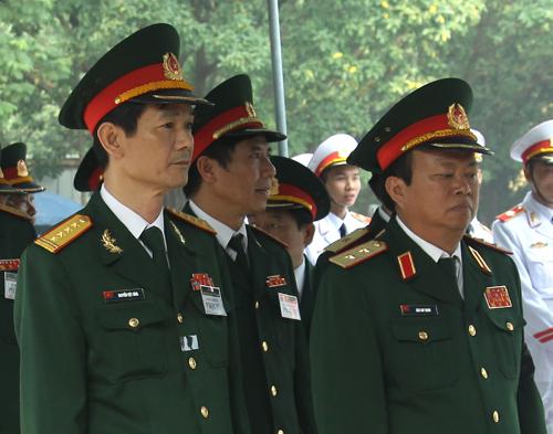 Hết giờ Lễ viếng Quốc tang, nhiều người dân vẫn xếp hàng vào viếng Đại tướng 67