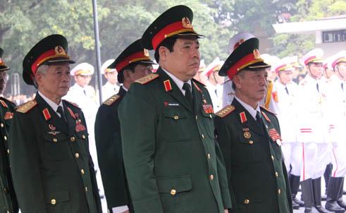 Hết giờ Lễ viếng Quốc tang, nhiều người dân vẫn xếp hàng vào viếng Đại tướng 23