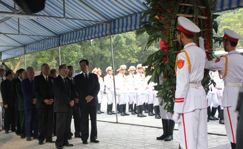 Hết giờ Lễ viếng Quốc tang, nhiều người dân vẫn xếp hàng vào viếng Đại tướng 22
