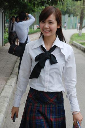 Ngắm hot girl Việt mặc đồng phục giản dị nhưng vẫn cực xinh 21