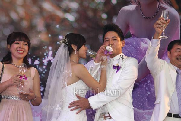 Những đám cưới hoành tráng của các hot girl Việt 75