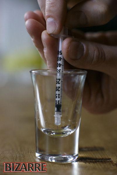 Tự tiêm nọc độc rắn vào người, khỏe mạnh hơn bình thường 3