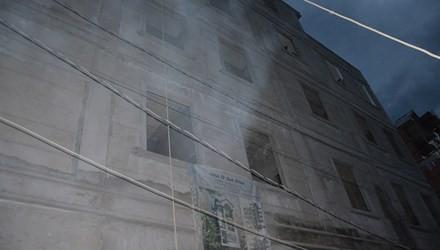 Thợ sơn rơi từ tầng 3 xuống đất tử vong 1