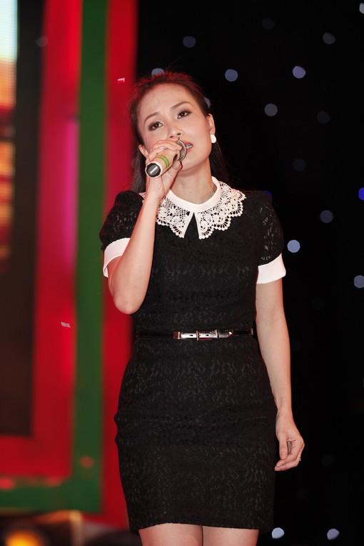 """Hà Hồ nhảy chân trần cực """"sung"""" trên sân khấu 11"""