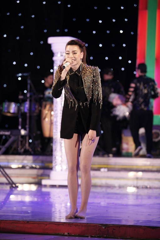 """Hà Hồ nhảy chân trần cực """"sung"""" trên sân khấu 5"""
