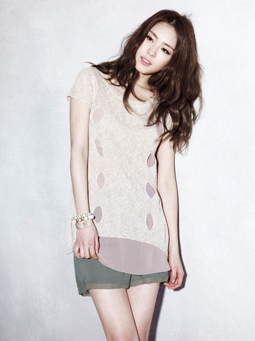 Lee Yeon Hee trở thành kỹ nữ màn ảnh 1