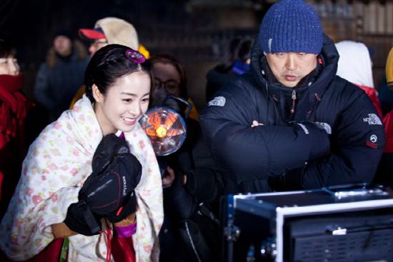 """Phong thái hoàng gia của """"Vương hậu"""" Kim Tae Hee 3"""