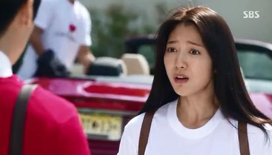Park Shin Hye giật mình vì Lee Min Ho đột ngột cởi áo 9