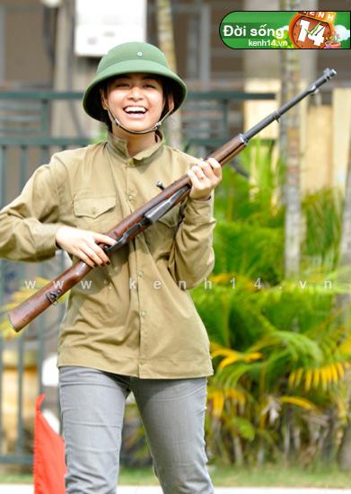 Ngỡ ngàng hot girl Việt giản dị mà cực dễ thương khi mặc quân phục 4