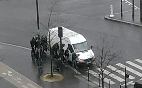 Thủ phạm thảm sát tòa soạn báo và kẻ bắt giữ con tin cùng bị tiêu diệt 18