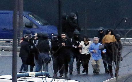 Thủ phạm thảm sát tòa soạn báo và kẻ bắt giữ con tin cùng bị tiêu diệt 2