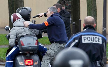 Thủ phạm thảm sát tòa soạn báo và kẻ bắt giữ con tin cùng bị tiêu diệt 10