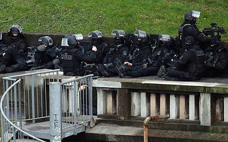 Thủ phạm thảm sát tòa soạn báo và kẻ bắt giữ con tin cùng bị tiêu diệt 4