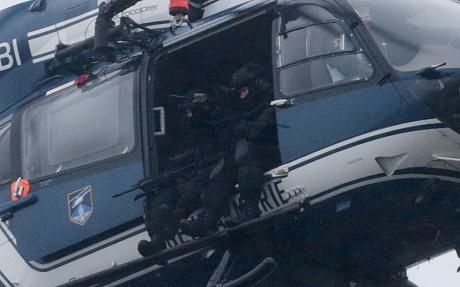 Thủ phạm thảm sát tòa soạn báo và kẻ bắt giữ con tin cùng bị tiêu diệt 25