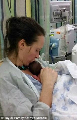Người mẹ qua đời vì từ chối điều trị ung thư để cứu con trong bụng 3