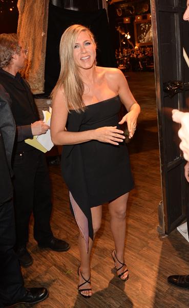 Jennifer Aniston bị nghi cố tình giấu bụng bầu 1