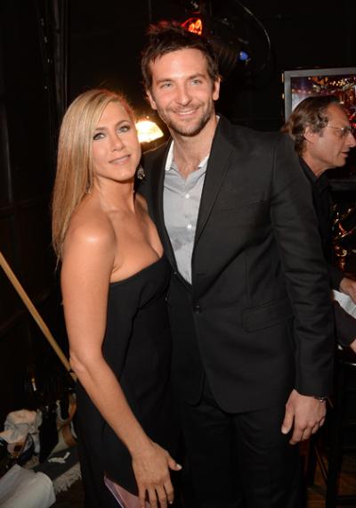 Jennifer Aniston bị nghi cố tình giấu bụng bầu 4