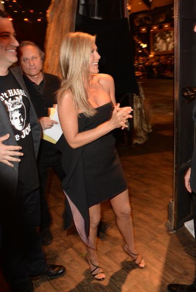 Jennifer Aniston bị nghi cố tình giấu bụng bầu 3