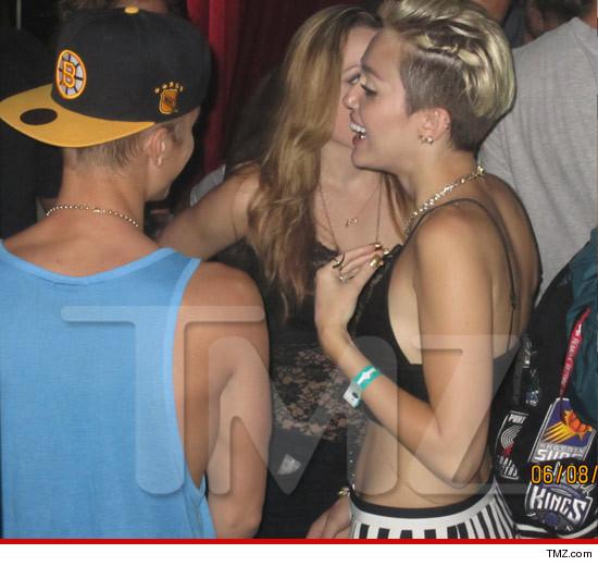 Justin Bieber tán tỉnh Miley Cyrus ở hộp đêm 1