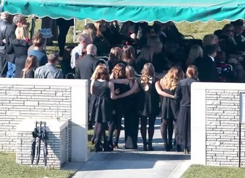 """Sao """"Fast & Furious"""" nghẹn ngào tại đám tang Paul Walker 2"""