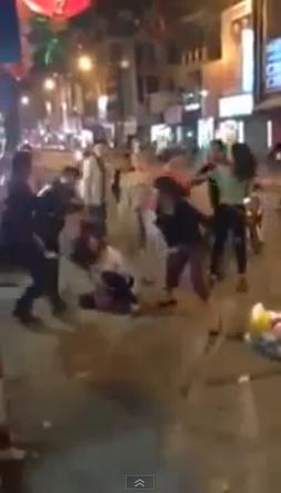 Đánh ghen túi bụi trên phố lớn ở Hà Nội 3
