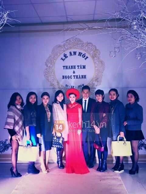"""Vẻ đẹp """"hút hồn"""" đậm chất Việt của sao với áo dài màu đỏ truyền thống 5"""