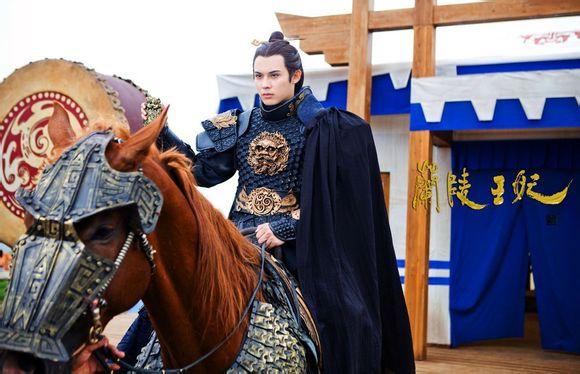 Fan Trung lại phát sốt vì nhan sắc của Lan Lăng Vương xinh gái 4