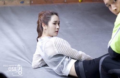 Phát sốt với vòng eo hoàn hảo của Lee Da Hae 1
