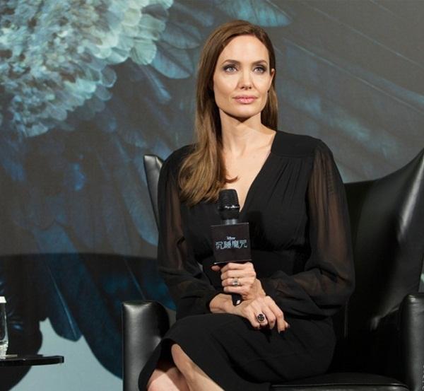 """Angelina Jolie úp mở dự tính trở lại với """"Maleficent 2"""" 2"""